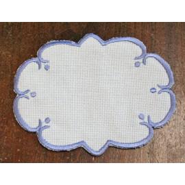 Ovale 5 in Tela Aida - col. Bianco con contorni azzurro cielo