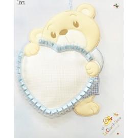 Coccarda nascita a forma di cuore con orsacchiotto col. Azzurra