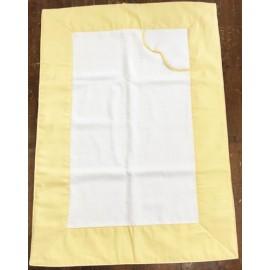 Coprifasciatoio con tela aida giallo