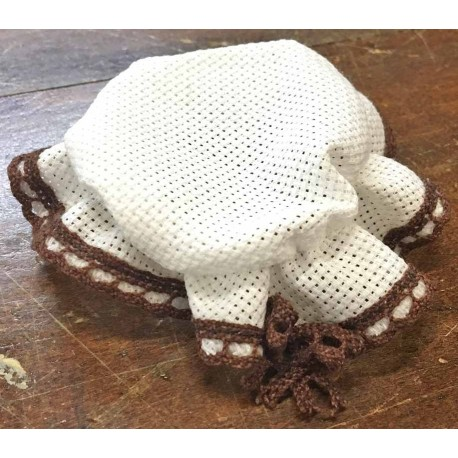 Cover the jar in the Aida fabric with lace brown