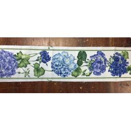 Bordo di tessuto con le ortensie blu