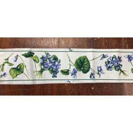 Bordo di tessuto con le violette blu