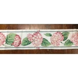 Bordo di tessuto con le ortensie rosa