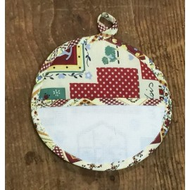 Pot holder, round - red plaid