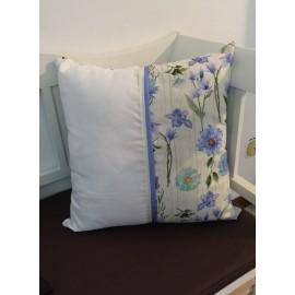 Cuscino con fiori Azzurro e tela aida da ricamare
