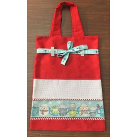 Shopping bag in red fabric with cups