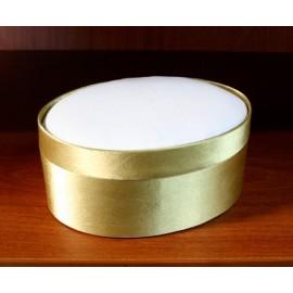 Boîte en satin de forme ovale. Or
