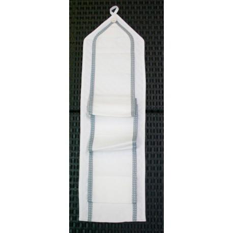 The door rolls toilet paper