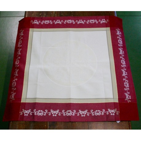 Placemat centerpiece with. Cream and red