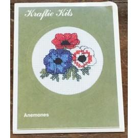 Kit ricamo - fiori blu e rosso/bianco