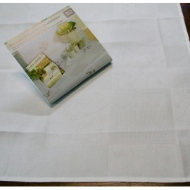 Placemat centerpiece fabric damask col. white
