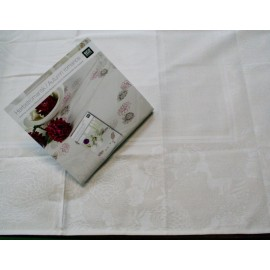 Placemat centerpiece with. Ecru