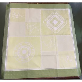 Placemat centerpiece with. Green/light green