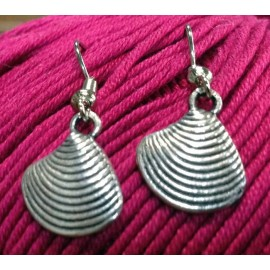 Earrings zamak hand beaten, the conch shell